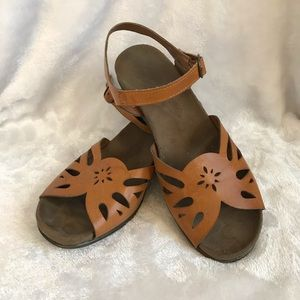 Boho 70s Style Floral Sandals size 10